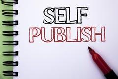 Handschrift de tekst Zelf publiceert Het concept die Publicatie betekenen die schrijft het Artikelfeiten van het Journalistiekman royalty-vrije stock fotografie