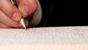 Handschrift eine Mitteilung im offenen Notizbuch stock video