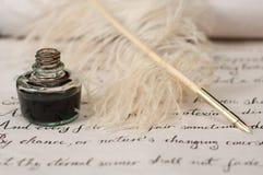Handschrift, inkt en ganzepen royalty-vrije stock afbeelding