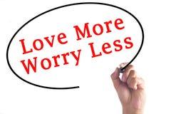 Handschrift-Liebe mehr Sorge weniger auf transparentem Brett Lizenzfreie Stockfotos