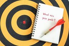 Handschrift wat uw doelstellingen in notitieboekje zijn stock foto