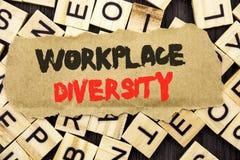 Handschrifts-Mitteilungstext, der Arbeitsplatz-Verschiedenartigkeit zeigt Konzept, das Unternehmenskultur-globales Konzept für di lizenzfreie stockfotografie