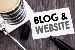 Handschrifts-Mitteilungstext, der Blog-Website zeigt Geschäftskonzept für das Blogging Sozialnetz geschrieben auf klebriges Brief Lizenzfreies Stockbild