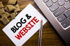 Handschrifts-Mitteilungstext, der Blog-Website zeigt Geschäftskonzept für das Blogging Sozialnetz geschrieben auf klebriges Brief Lizenzfreie Stockfotografie