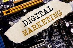 Handschrifts-Mitteilungstext, der Digital-Marketing zeigt Geschäftskonzept für das Internet, on-line, geschrieben auf klebrige An Lizenzfreie Stockfotos