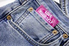 Handschrifts-Mitteilungstext, der Liebe sich zeigt Geschäftskonzept für positiven Slogan für Sie geschrieben auf Kondomsatz setzt Lizenzfreie Stockfotografie