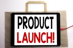 Handschrifts-Mitteilungstext, der Produkteinführung zeigt Geschäftskonzept für neue Produkte beginnen geschrieben auf Einkaufstas Stockfoto
