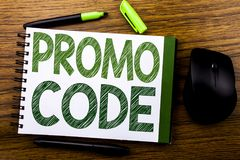 Handschrifts-Mitteilungstext, der Promo-Code zeigt Geschäftskonzept für Förderung für das on-line-Geschäft geschrieben auf Notizb Stockbild