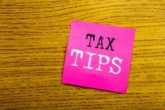 Handschrifts-Mitteilungstext, der Steuer-Tipps zeigt Geschäftskonzept für die Steuerzahler-Unterstützungs-Rückerstattungs-Vergütu lizenzfreie stockbilder
