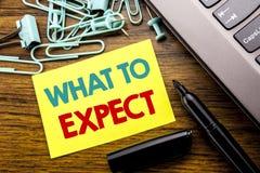 Handschrifts-Mitteilungstextvertretung zu erwarten was Geschäftskonzept für Achieve Erwartung geschrieben auf klebriges Briefpapi Lizenzfreie Stockfotografie