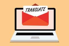 Handschriftstext übersetzen Konzept, das ein anderes Wort mit der gleichen gleichwertigen Bedeutung eines Zielsprache Computers e Lizenzfreie Stockbilder