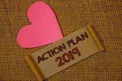 Handschriftstext Aktionsplan 2019 Konzeptbedeutung Herausforderungs-Ideen-Ziele, damit neues Jahr-Motivation Ideen auf altem Wein Stockbild