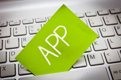 Handschriftstext APP Konzeptbedeutung Computerprogramm Download-Software durch einen Benutzer zu einem tragbaren Gerät stockbilder