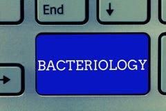 Handschriftstext Bakteriologie Konzeptbedeutung Niederlassung von Mikrobiologie beschäftigend Bakterien und ihren Gebrauch lizenzfreie stockfotografie