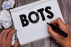 Handschriftstext Bots Konzeptbedeutung automatisierte Programm, das vorbei die künstliche Intelligenz des Internets laufen lässt stockfotos