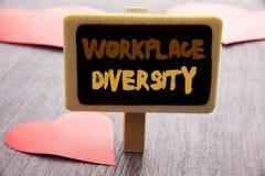 Handschriftstext, der Arbeitsplatz-Verschiedenartigkeit zeigt Geschäftsfoto, das Unternehmenskultur-globales Konzept für die Unfä stockfoto