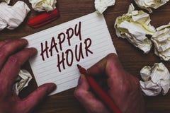 Handschriftstext, der glückliche Stunde schreibt Konzeptbedeutung, die Zeit für Tätigkeiten verbringt, die Sie den Mann für eine  stockbilder