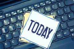 Handschriftstext, der heute schreibt Konzept, das diese anwesende Tagaktuelle periode der Zeit auf Kalender nahe bei yesturday be stockfoto