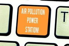 Handschriftstext, der Luftverschmutzungs-Kraftwerk schreibt Smog-Umweltrisiko-Tastatur Gefahr der Konzeptbedeutung industrielle lizenzfreie stockbilder