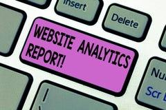 Handschriftstext, der Website Analytics-Bericht schreibt Konzept, welches die Verfahren verwendet, um den Rang der Website zu opt lizenzfreie stockbilder