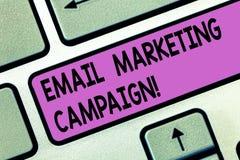 Handschriftstext E-Mail-Werbekampagne Konzeptbedeutung E-Mail geschickt zu einer möglichen oder gegenwärtigen Kunde Taste Absicht lizenzfreie abbildung