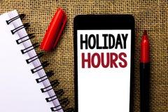 Handschriftstext Feiertags-Stunden Konzeptbedeutung Feier-Zeit-Saisonmitternachtsverkaufs-Verlängerungs-Öffnung geschrieben auf b Lizenzfreie Stockbilder