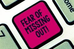 Handschriftstext Furcht vor heraus verfehlen Konzeptbedeutung ängstlich vom Verlieren etwas oder jemand betonte Taste lizenzfreie stockfotos