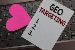 Handschriftstext Geo-Anvisieren Das Konzept, das Digital-Anzeigen bedeutet, sieht romantische reizende Verwirrung des IP address  lizenzfreie stockbilder