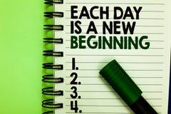 Handschriftstext jeden Tag ist ein neuer Anfang Das Konzept, das jeden Morgen können Sie bedeutet, die geschriebene Inspiration w lizenzfreies stockbild