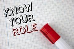 Handschriftstext kennen Ihre Rolle Konzeptbedeutung definieren Position in Arbeit oder Lebenslauf Lebenziele Active, der auf Noti Stockfotos