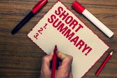 Handschriftstext kurze Zusammenfassungs-Motivanruf Konzeptbedeutung kurze Erklärung von Hauptsachen löschen drei Markierungsstift Stockbilder