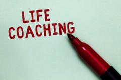Handschriftstext Lebensberatung Konzeptbedeutung verbessern die Leben durch Herausforderungen anregt uns in unserer offenen roten stockfotografie