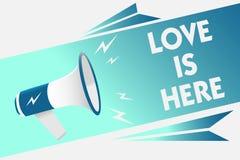 Handschriftstext Liebe ist hier Konzept, das romantisches reizendes Gefühl des Gefühls positiven Ausdruck-Sorgfalt-Joy Megaphone- vektor abbildung
