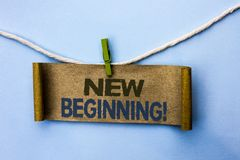 Handschriftstext neuer Anfang-Motivanruf Konzeptbedeutung Neustart-änderndes Form-Wachstums-Leben geschrieben auf Papppapier lizenzfreie stockbilder