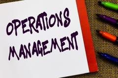 Handschriftstext Operations-Management Konzept, das bedeutet, Input sicherzustellen, um die Produktion und die Bestimmung auszuge stockfotografie