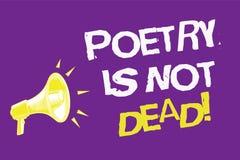 Handschriftstext Poesie ist nicht tot Das Konzept, das ästhetisches und rhythmisches Schreiben bedeutet, ist noch lebendige und m vektor abbildung