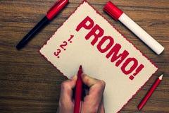 Handschriftstext Promo-Motivanruf Konzept, das Stück Markierungsstifte des Werbung Rabatt-Sonderangebot-Verkaufs drei nett bedeut Lizenzfreie Stockfotografie