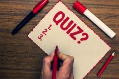 Handschriftstext Quiz-Frage Konzept, das kurze Test-Bewertungs-Prüfung bedeutet, um Ihr Markierungsstiftni des Wissens drei quant Stockbild