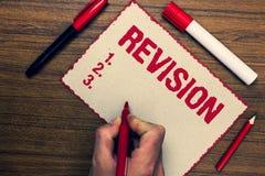Handschriftstext Revision Konzeptbedeutung, die vor Verfahrensder markierungsstifte der selbstverbesserungs-Vorbereitung drei net Stockbild