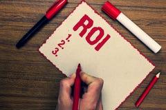 Handschriftstext ROI Konzeptbedeutung Anlagenrendite-Leistungsmessung gewinnt Geschäftswachstum drei nette kleine der Markierungs Stockbild