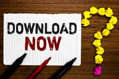 Handschriftstext-Schreiben Download jetzt Konzept, das bedeutet, Programme oder Informationen in eine anderen Gerät Papiermarkier stockfoto