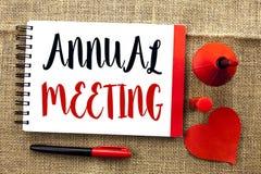 Handschriftstext-Schreiben Jahresversammlung Konzept, welches das Versammlungs-Geschäftskonferenz-Berichts-Ereignis Yearly Compan stockfoto