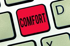 Handschriftstext-Schreiben Komfort Konzept, das körperliche Leichtigkeit Freiheit von Schmerz Entspannung bequem stillsteht bedeu lizenzfreie stockfotografie
