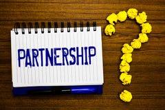 Handschriftstext-Schreiben Partnerschaft Konzeptbedeutung Vereinigung von zwei oder mehr Leuten wie Partner Zusammenarbeits-Einhe lizenzfreies stockbild