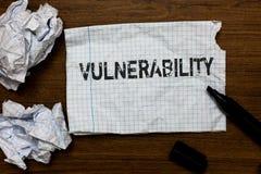 Handschriftstext-Schreiben Verwundbarkeit Konzeptbedeutung Informations-Anfälligkeitssysteme hören Ausnutzungsangreifer Ideenpapi lizenzfreie stockbilder