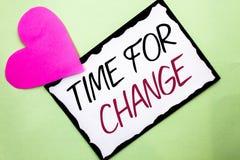 Handschriftstext-Schreiben Zeit für Änderung Konzeptbedeutung riskieren ändernde Moment-Entwicklungs-neue Anfänge zu Grow geschri lizenzfreie stockbilder