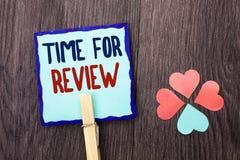 Handschriftstext-Schreiben Zeit für Bericht Konzeptbedeutung Bewertungs-Feedback-Moment-Leistung Rate Assess geschrieben auf kleb lizenzfreie stockfotografie