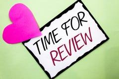 Handschriftstext-Schreiben Zeit für Bericht Konzeptbedeutung Bewertungs-Feedback-Moment-Leistung Rate Assess geschrieben auf weiß lizenzfreie stockfotos