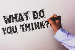 Handschriftstext, was Sie Frage denken Konzeptbedeutung Meinungs-Gefühl-Kommentar-Urteil-Überzeugungs-Berater übergeben das Halte stockfotos