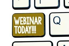 Handschriftstext Webinar heute Die Konzeptbedeutung, die jemand erklärt, das Seminar haben, leitete über Internet lizenzfreie stockfotos